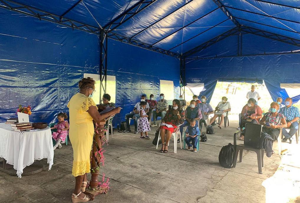 Adventistas en la Isla de Providencia reanudan los cultos un año después de la devastación por el huracán